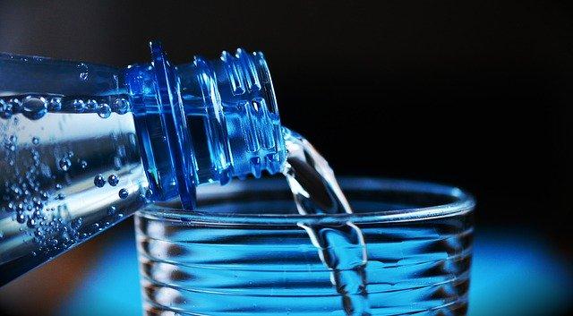 plastová láhev