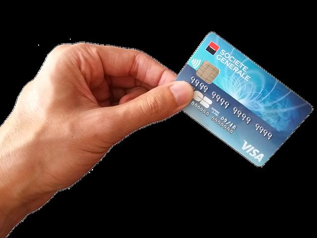 platební karta v ruce